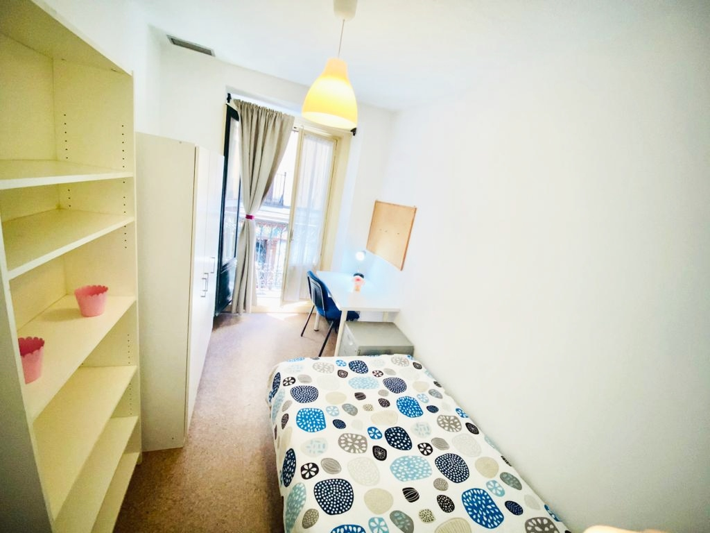 Erasmus Rooms Madrid – Plaza de Santa Ana – ANA7