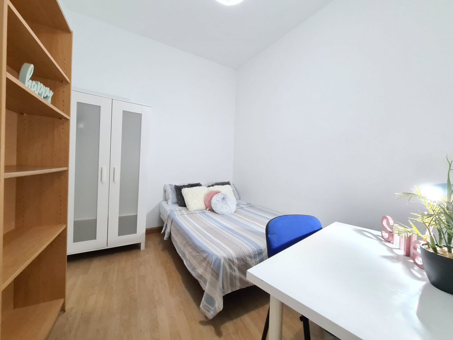Looking for a Room in Madrid – Anton Martin – HUB3