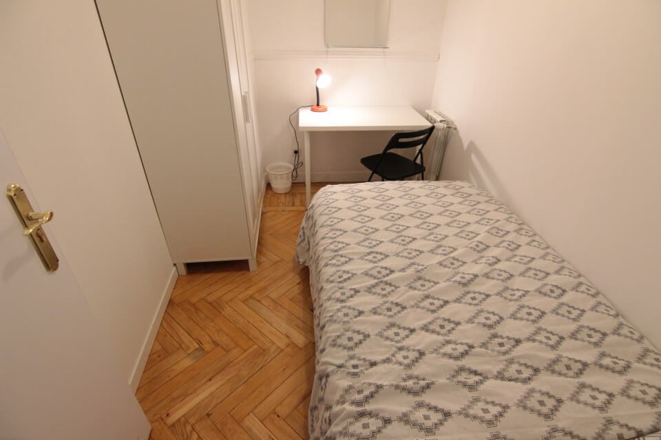 Rent a room in Madrid- Arguelles – ARGB2